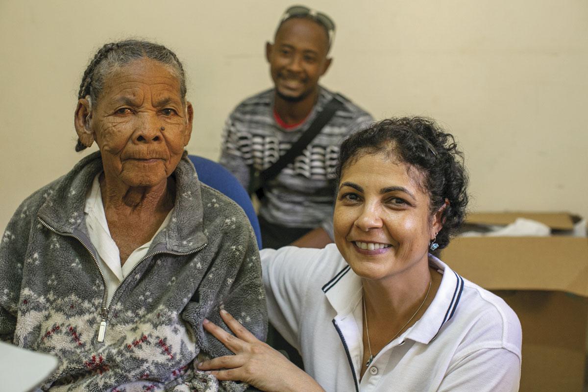 Dr Dayse Tavora-Vieira during hearing aid fitting